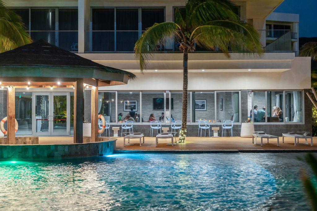 Pool & Ultra Lounge